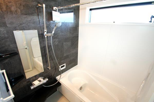 浴室-ゆったりバスルーム^^雨の日でも安心の浴室乾燥機付き。 現地写真2018.8.17撮影