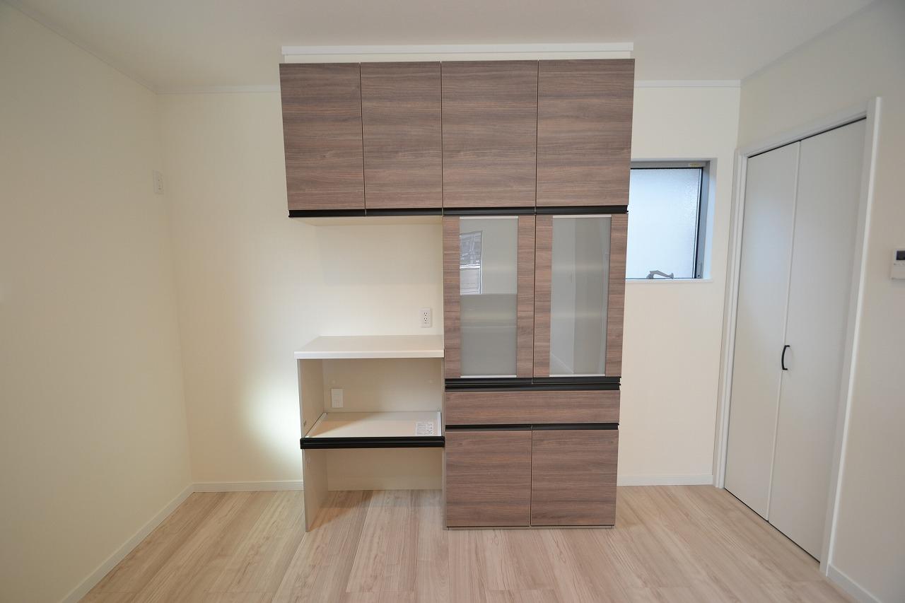 収納-システム食器棚標準装備