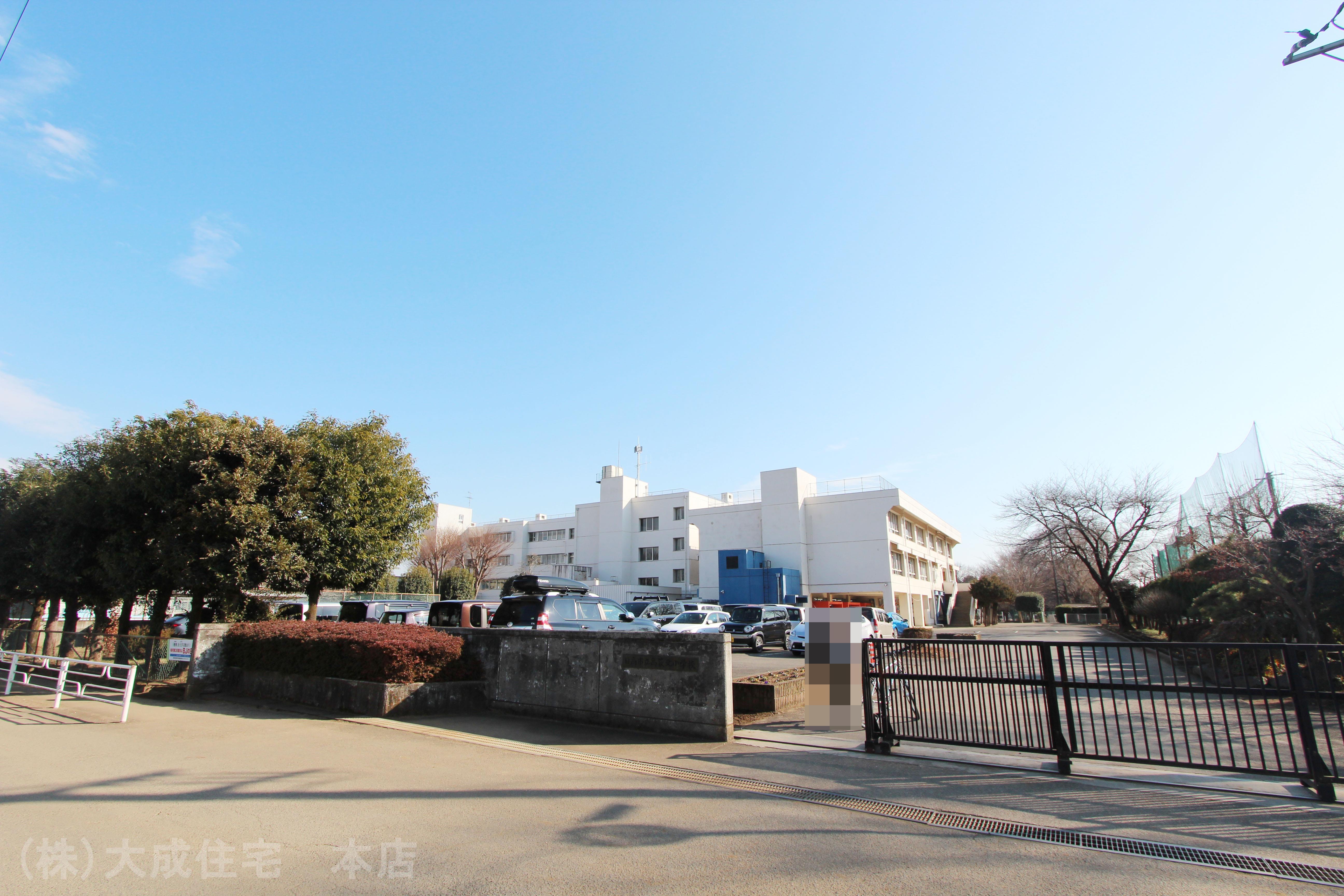 小学校(1300m)-日高市立高萩北小学校(教育目標は「想像力豊かな児童の育成と創造力溢れる学校づくり」です。)
